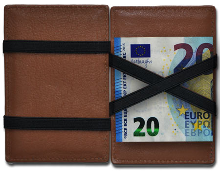 Our Magic Wallets support the 20 euro bill